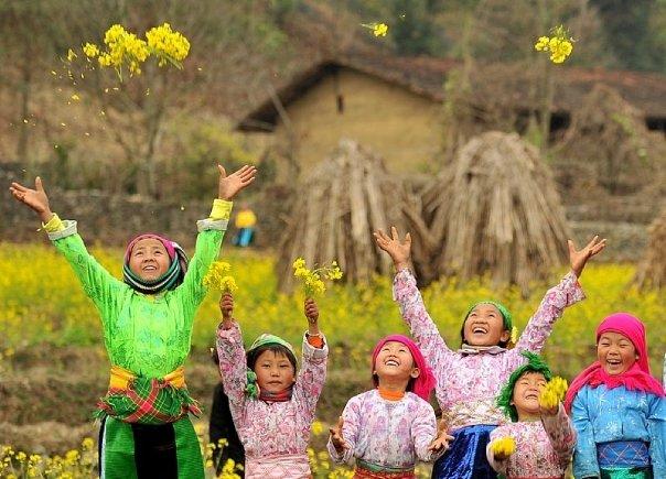 マインド(花を投げる少女たち)image