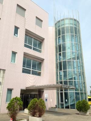貝塚市中央公民館
