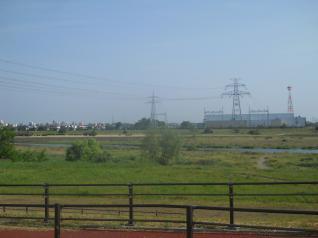 多摩川を渡る西北線と稲城線