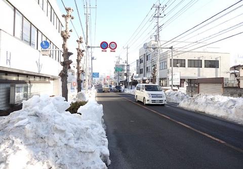 国道140号上野町交差点の手前