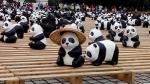 笠をかぶった紙パンダ