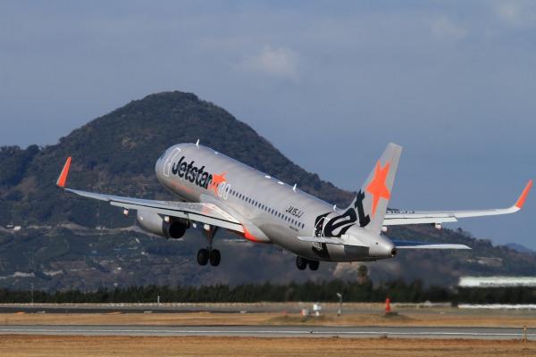 GK A320-232 JA15JJ RJOM 140212 16