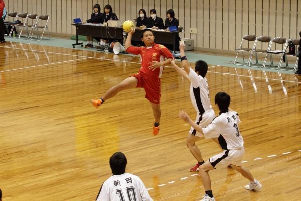 高校ハンド一年生大会準決勝新田-宇南 140216 01