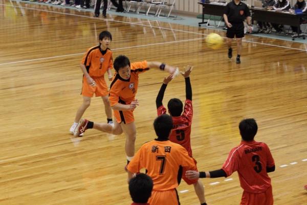 高校ハンド一年生大会決勝新田-今西 140216 01