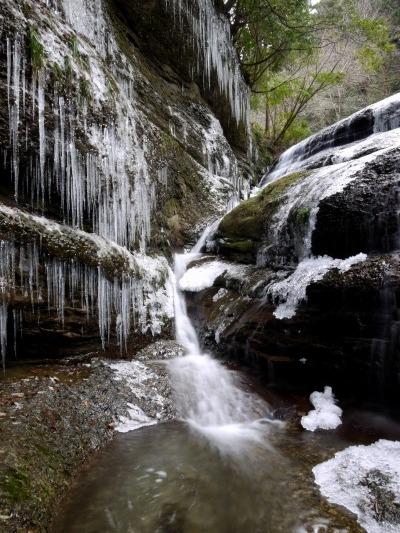 滑川渓谷氷柱・前の滝 130129 02