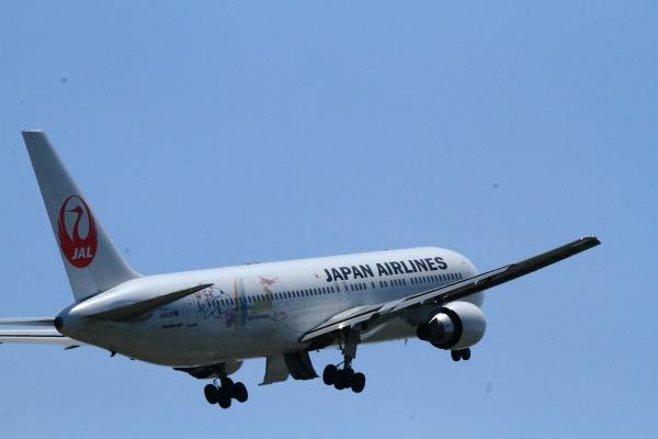 JL B767-346 JA8364 RJOM 140504 07