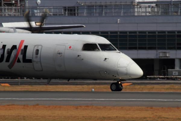 3X DHC-8-402Q JA848C RJOM 140306 01