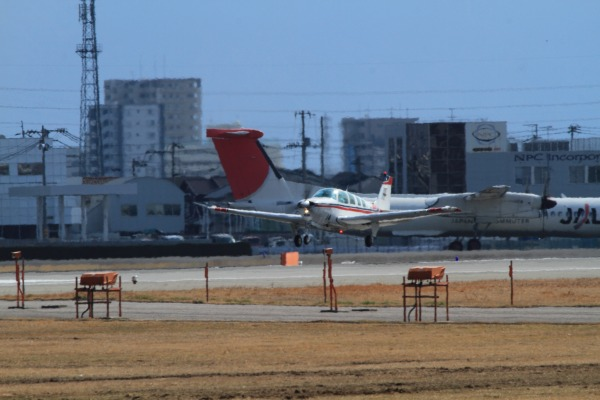 航空大学校 Beachcraft A36 JA4214 RJOM 140306 01