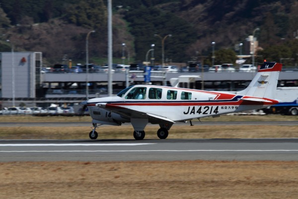 航空大学校 Beachcraft A36 JA4214 RJOM 140306 03