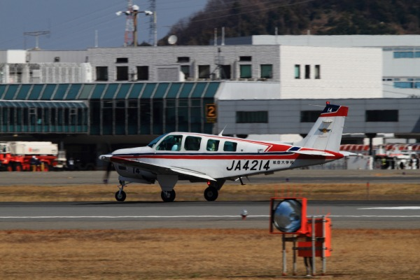 航空大学校 Beachcraft A36 JA4214 RJOM 140306 04