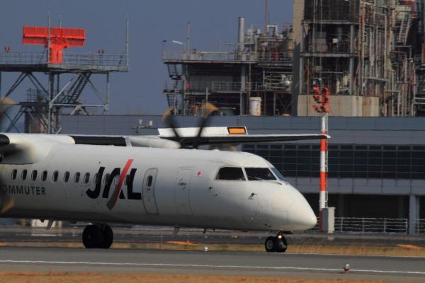 3X DHC-8-402Q JA851C RJOM 140315 01