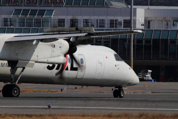 3X DHC-8-402Q JA851C RJOM 140315 02