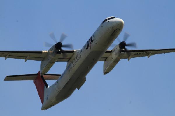 3X DHC-8-402Q JA845C RJOM 140504 01