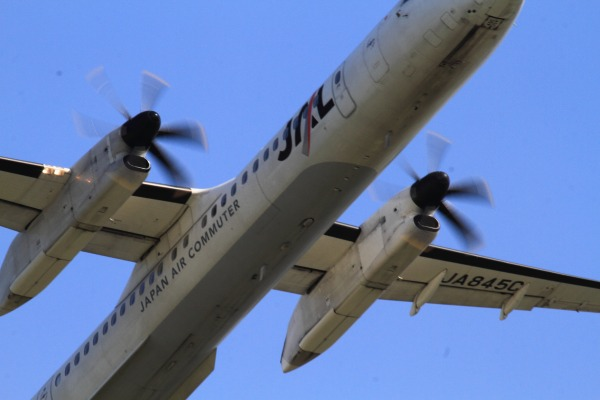 3X DHC-8-402Q JA845C RJOM 140504 02