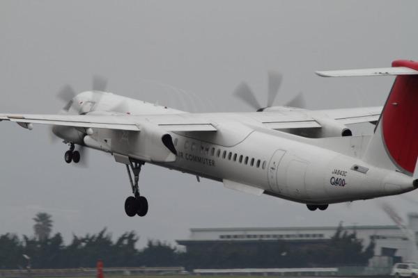 3X DHC-8-402Q JA843C RJOM 140320 01