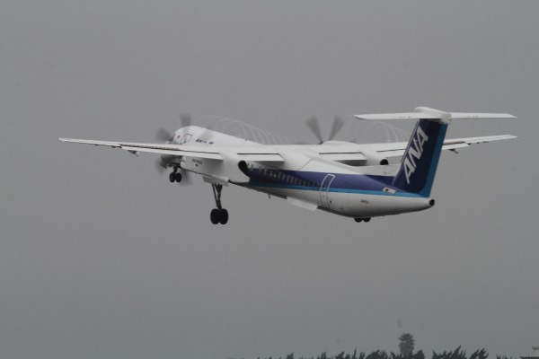 EH DHC-8-402Q JA461A RJOM 140320 01