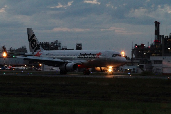 GK A320-232 JA06JJ RJOM 140807 01