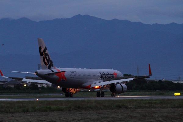 GK A320-232 JA06JJ RJOM 140807 02