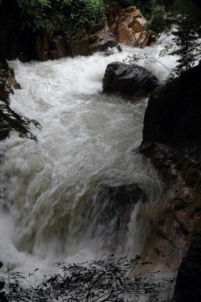 雨滝 140810 01
