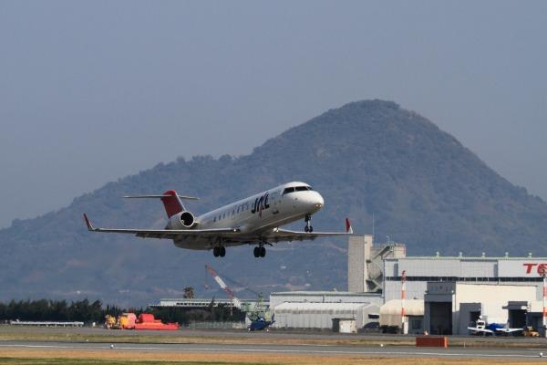 XM CRJ-200-ER JA203J RJOM 140328 01