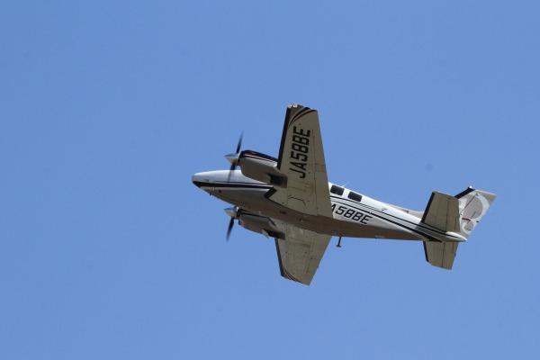ウインド二一七 ホーカー・ビーチクラフトBaron G58 JA58BE RJOM 140328 09