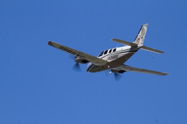 ウインド二一七 ホーカー・ビーチクラフトBaron G58 JA58BE RJOM 140328 10