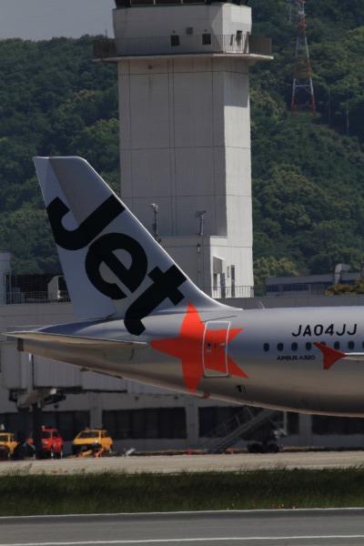 GK A320-232 JA04JJ RJOM 140511 04