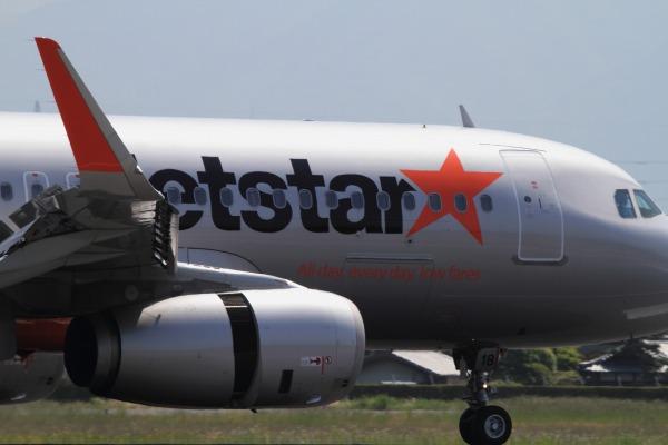 GK A320-232 JA18JJ RJOM 140524 03