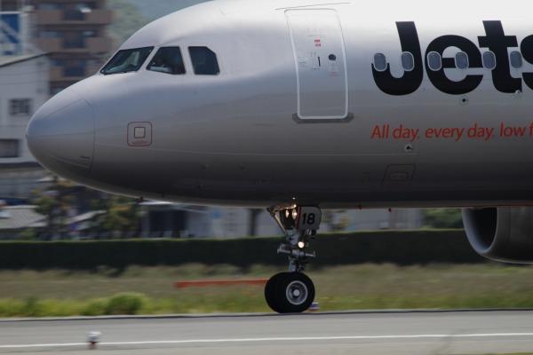GK A320-232 JA18JJ RJOM 140524 05