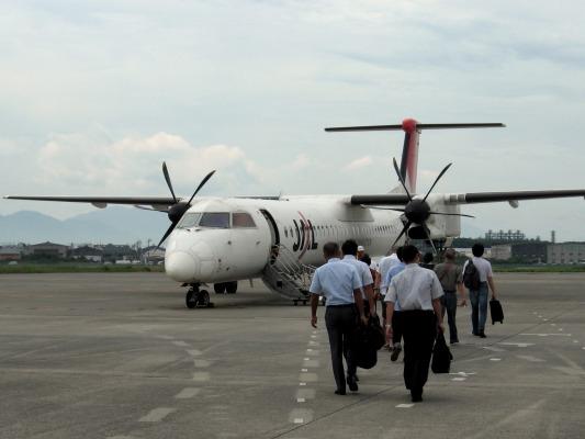 3X DHC-8-402Q JA843C RJOM 140825 02