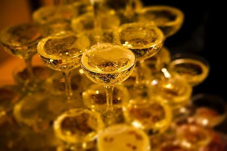 シャンパンタワー 祝い おめでとう
