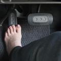 運転 裸足