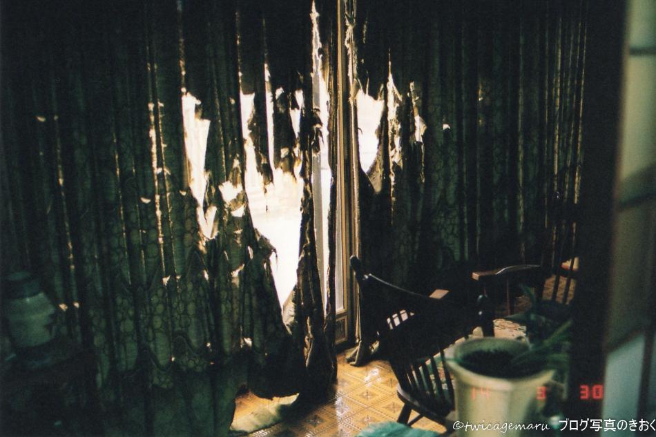 廃屋のカーテン