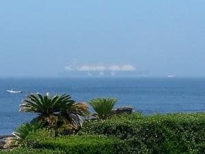 観音崎からのタンカー船