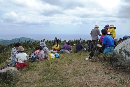 山頂で昼食休憩