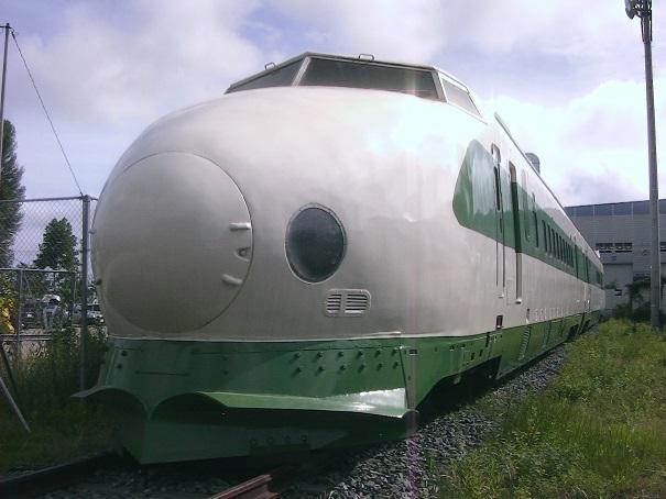 仙台にある200系F31編成の221-1+237-1どちらも開業当時から活躍した車両だ