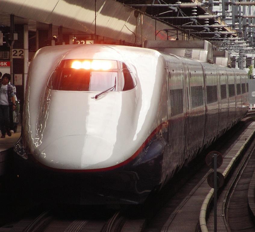 東京駅に停車中のE2系N1編成。それまで当たり前だったものが無くなるって言うのはとても寂しいですね、彼にはもう少し長生きしてほしいものです。