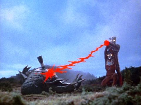 最期はレオ・アストラ兄弟のウルトラダブルフラッシャーでアクマニヤ星人を粉砕