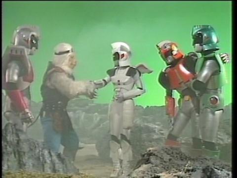 エルパと挨拶を交わすアンドロ戦士たち