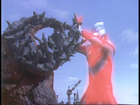 ビザーモに苦戦するも、パワータイプにチェンジし形勢逆転するウルトラマンティガ