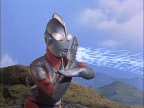 最後はウルトラマンのスペシウム光線でグビラを倒した
