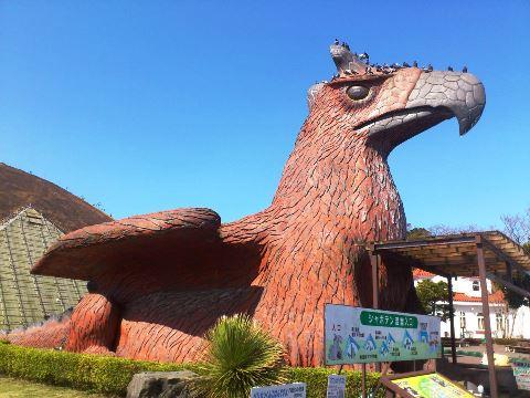 伊豆シャボテン公園にある高原竜の石像
