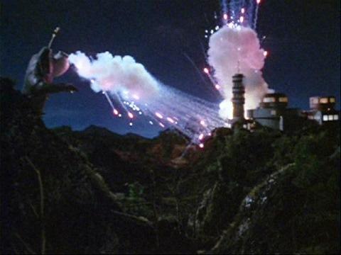 地底科学センターを襲うキング・ボックル