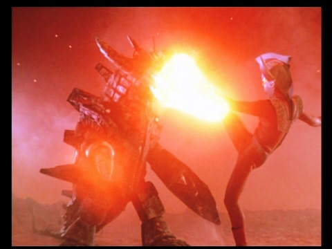 スーパーウルトラマンの力で、グランドキングに向かうタロウ