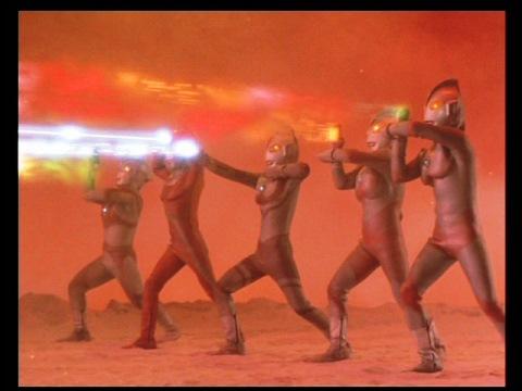 ウルトラ5兄弟の必殺光線も、グランドキングには通じず