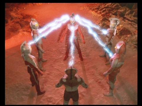 ウルトラ5兄弟の力をタロウに集め、スーパーウルトラマンへ