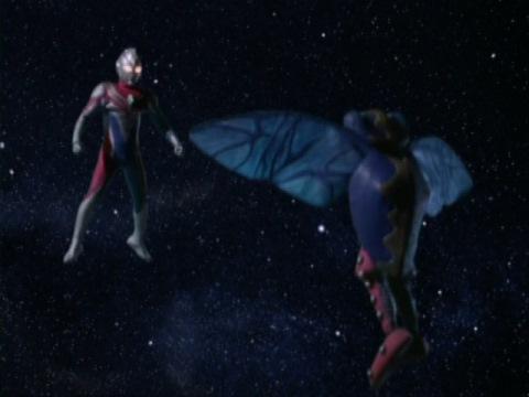 ウルトラマンダイナに励まされ、飛び立っていくラセスタ星人