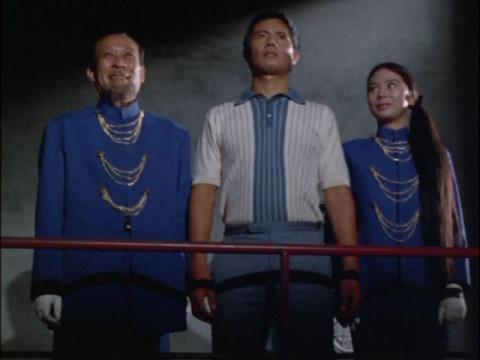 サロメ星人(両脇)とモロボシ・ダン隊員