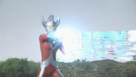 ウルトラマンタロウも巨大化し、ストリウム光線で応戦