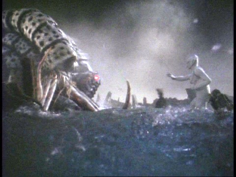 ガタノゾーアに破れ、石化するウルトラマンティガ